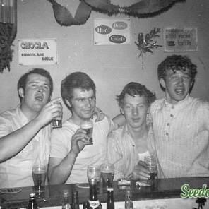In de bar