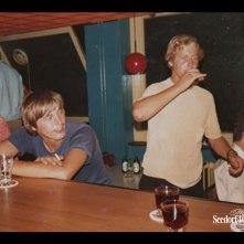 Compagnies bar, in het blauwe T-shirt ben ik zelf, de ander maten ken ik niet bij naam.
